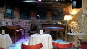 comedy club stage HH