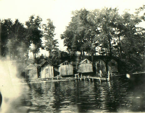 West bloomfield apple island michigan history for Bath house michigan