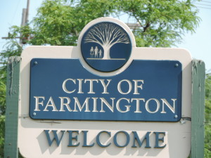 A sign welcoming all to Farmington. Photo from michiganrelocationguides.com